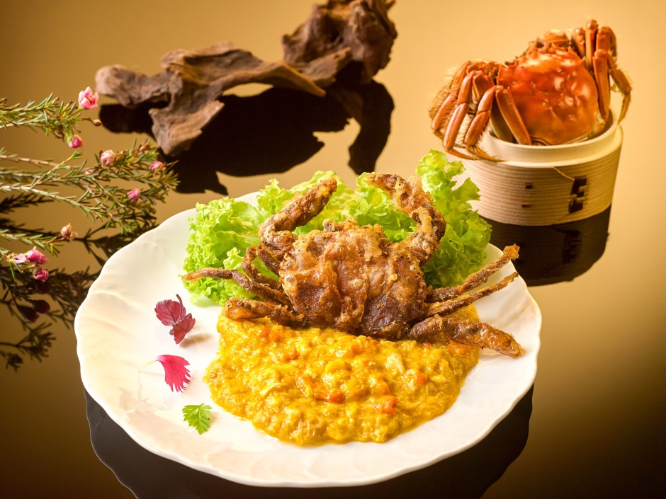 deep-fried-soft-shell-crab-topped-with-hairy-crabmeat-and-crab-roe