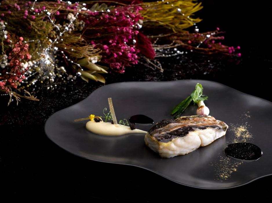 golden-wild-turbot-and-lard-jerusalem-artichoke-mousseline-spring-onion-winter-black-tuffle-from-nye-gala-ball-menu
