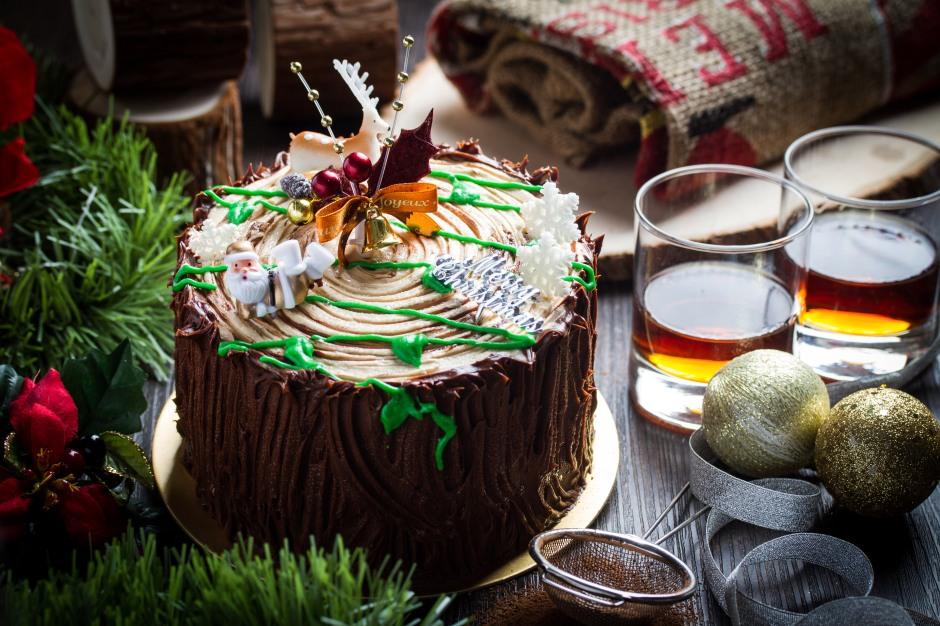 old-seng-choong-christmas-2016-christmas-stump-cake-whole