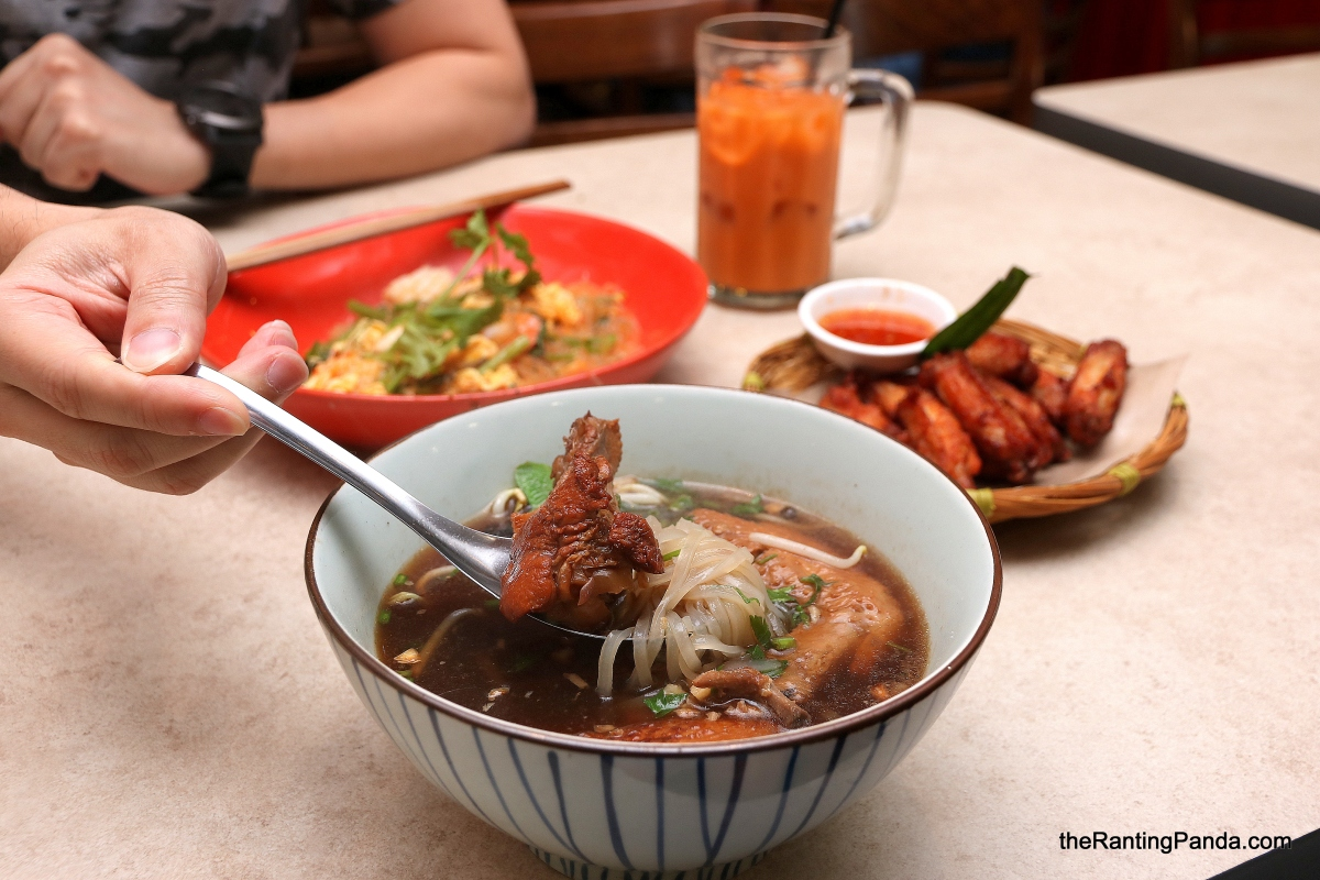 Food Review: Kra Pow Thai Street Food at Far East Plaza | A Taste of Thailand at this Hidden Gem in Orchard!